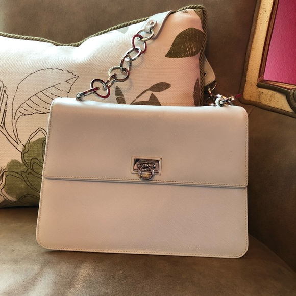 f8aa729868c3 Salvatore Ferragamo white purse. M 5b4c195eaaa5b827601e8d10